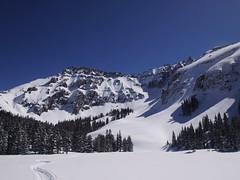 木, 2013-02-28 11:58 - 凍った湖の上を横断 山から滑り降りてくる人が