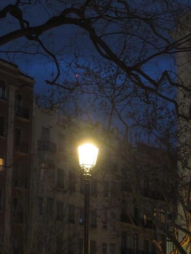Una farola iluminándose a sí misma by JoseAngelGarciaLanda