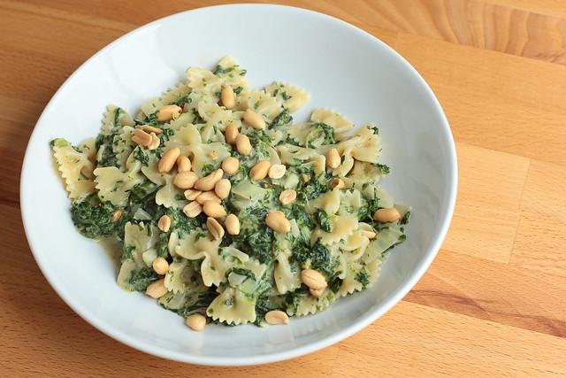 Kokosnudeln mit Spinat-Erdnuss-Sauce