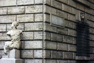 "Изображение Statua ""parlante"" di Pasquino. roma piazzanavona pasquino statuaparlante viadispantaleo"