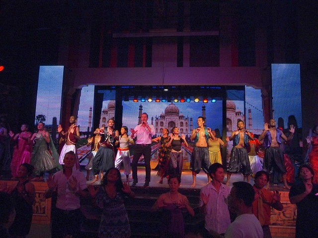 club med bali - night entertainment day 2 (18)