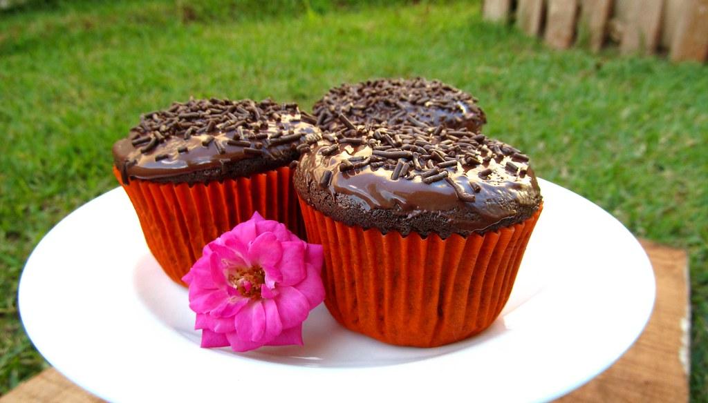 Cupcake-de-chocolate-e-cobertura-de-chocolate