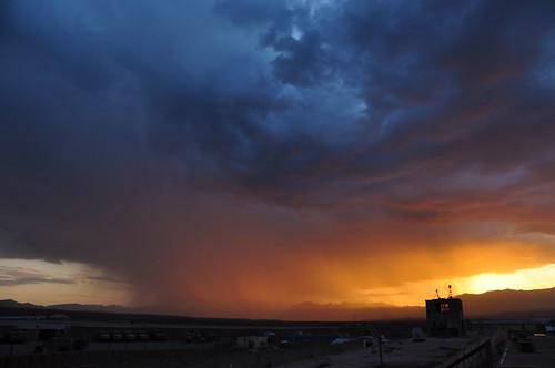 sunset mountain storm afghanistan rain night nikon desert military range nato tk oef enduringfreedom virga isaf hindukush uruzgan d5000 kampholland tarinkowt fisherbray fobripley tarinkot orūzgān روزګان اوروزګان
