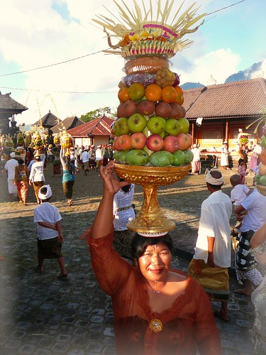 Carrying Balinese Hindu ceremonial offerings