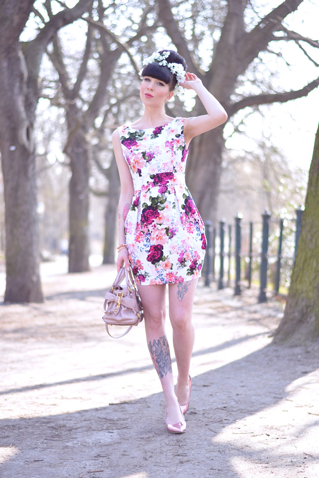 blFloral dress miu miu bag outfit 8og424