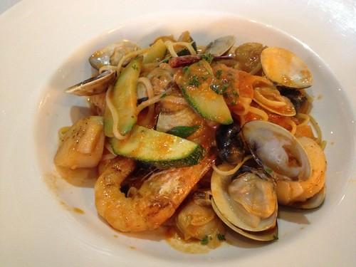 藍鑽蝦大干貝蕃茄海鮮細扁麵