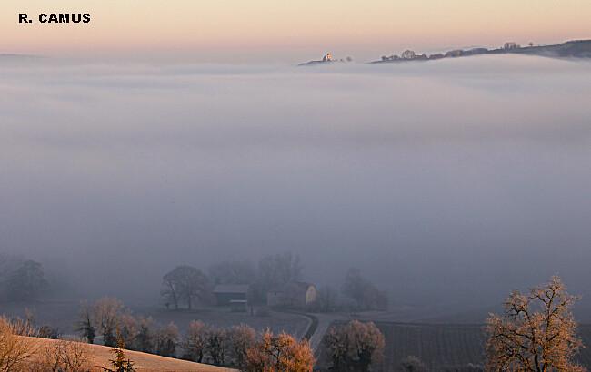 lever du jour dans le froid et la brume en Lomagne le 7 février 2011 météopassion