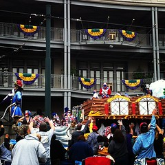 Krewe de Tucks at Lee Circle #onlyattulane #onlyinneworleans #mardigras