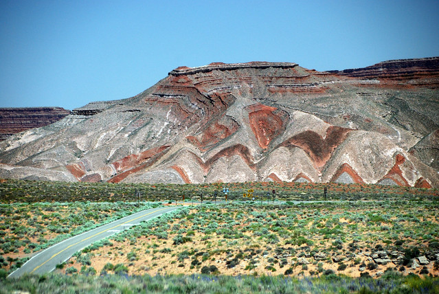Raplee Anticline, Utah | Painted by the natural minerals ...
