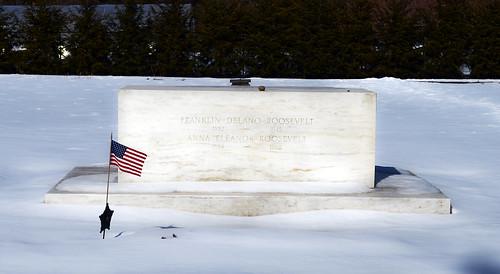 Franklin D Roosevelt grave - Springwood Estate - Hyde Park NY - 2013-02-17