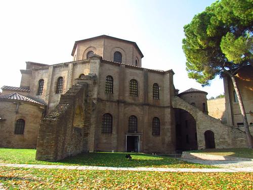 Basilique Saint Vital
