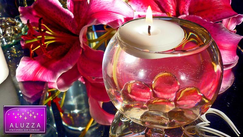 pecera con vela flotante y gema para decoracion de eventos aluzza