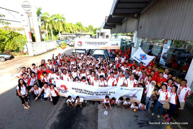 Group shot of Nissan participants and ETCM staffs before the flag-off