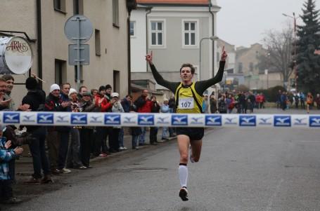 Pečecká desítka s rekordní účastí, vítězství obhájil Fejfar, mezi ženami první Kamínková
