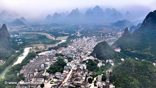 Xingping vist des de dalt d'un cim