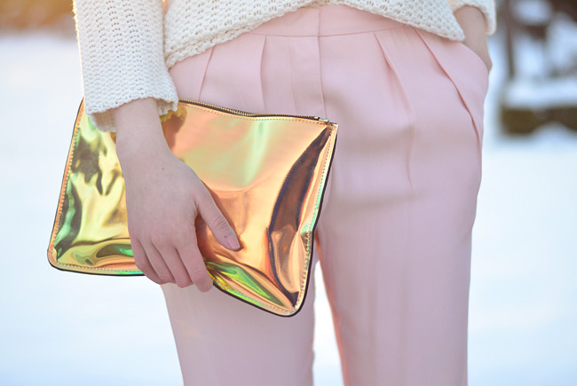 Pink pants white jumper metallic clutch outfit sunset 8