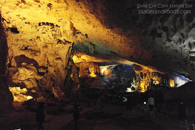 sung cot cave halong bay 3