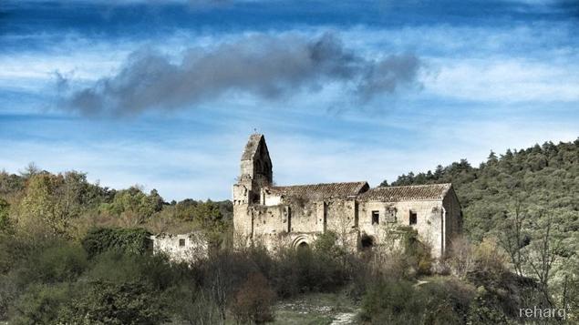 Iglesia pueblo abandonado Ribera (Álava)