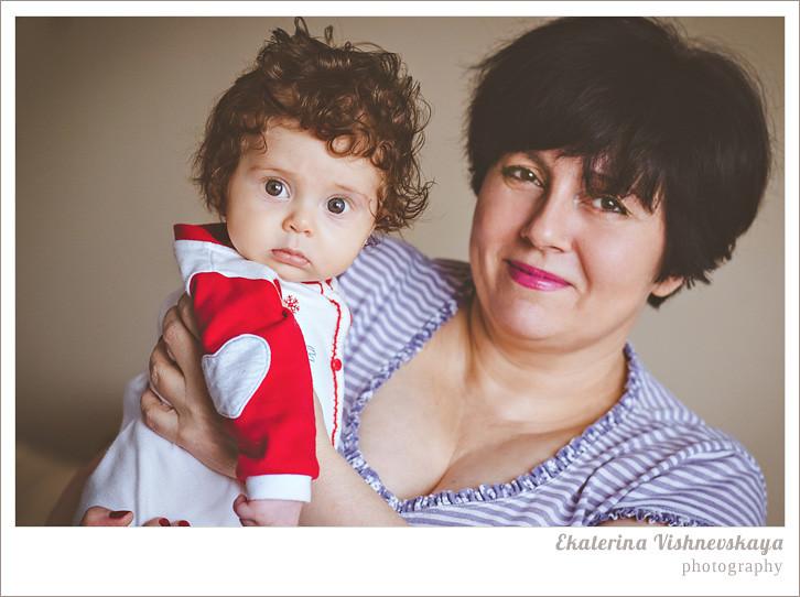 фотограф Екатерина Вишневская, хороший детский фотограф, семейный фотограф, домашняя съемка, студийная фотосессия, детская съемка, малыш, ребенок, съемка детей, кудри, кудряшки, мама с дочкой, бабушка с внучкой, нежность, ребёнок на руках, красивый портрет, фотограф москва