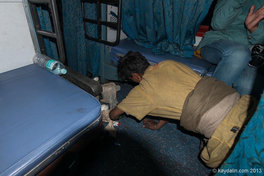 Индийский поезд, вагон внутри