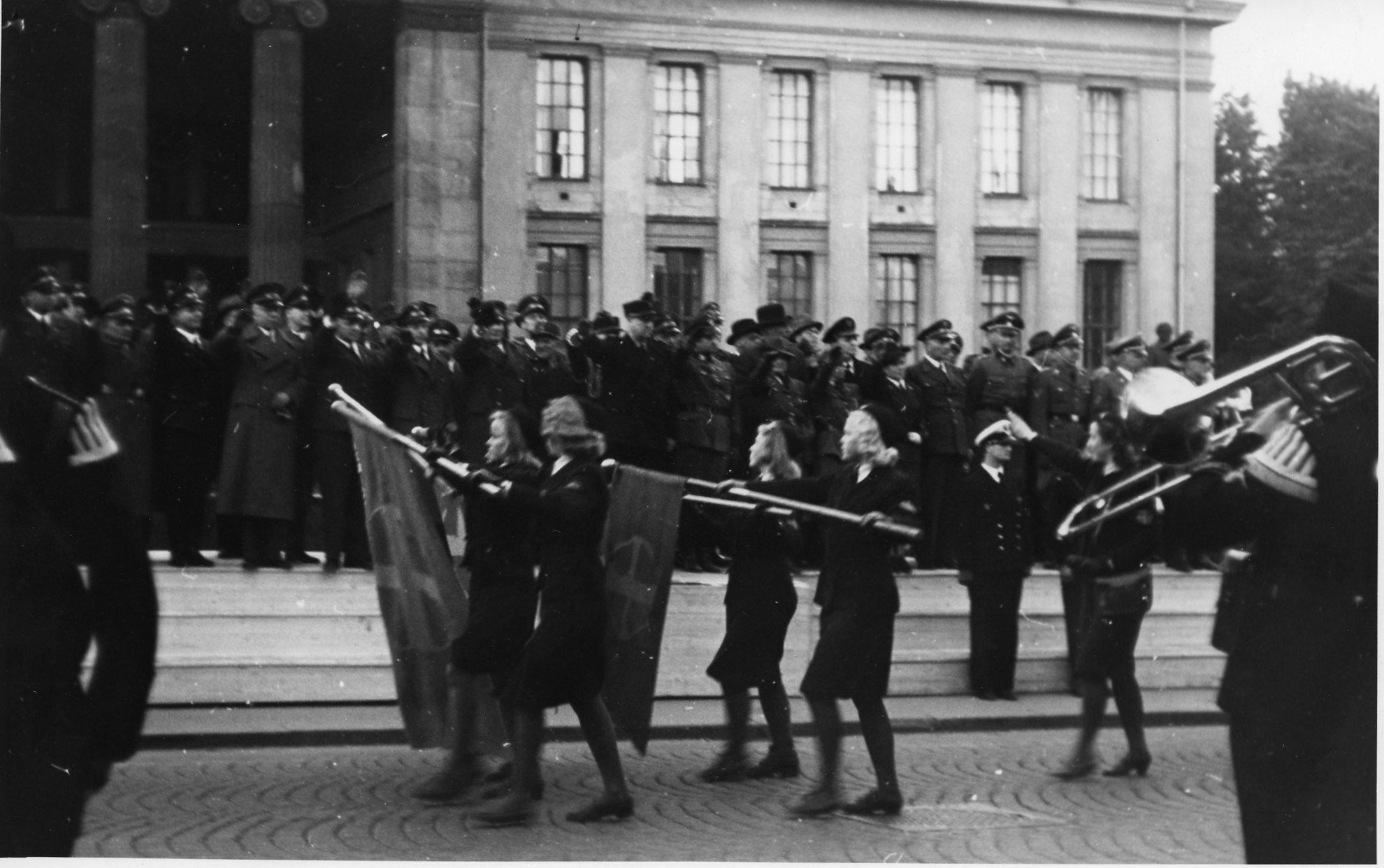 8. Parteitag – Hirdaufmarsch på Karl Johan.