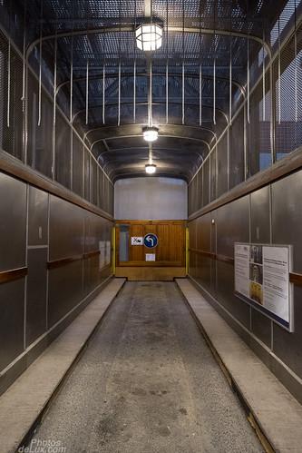 Car Elevator Elbtunnel - Fujinon XF 14mm - Fuji X-Pro 1