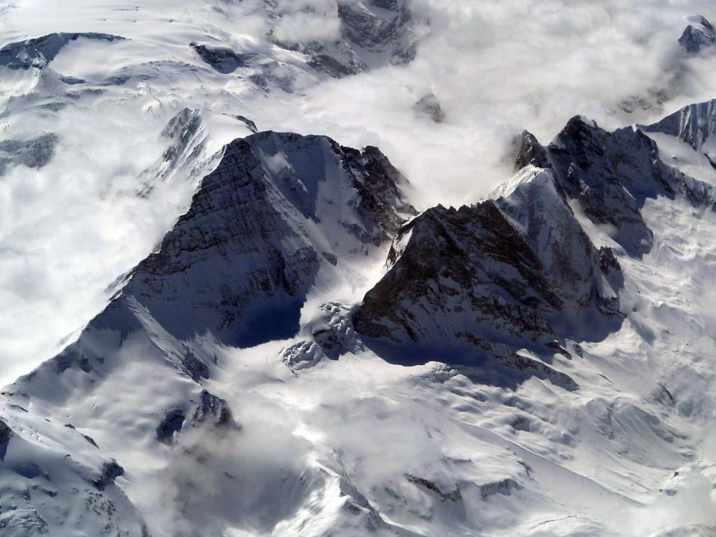 アルプス山脈を上空から眺めた風景