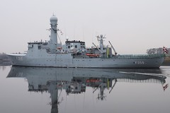 naval ship, vehicle, ship, navy, frigate, dock landing ship, patrol boat, destroyer, watercraft, amphibious transport dock, battlecruiser, battleship, light cruiser,
