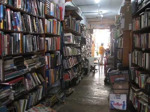 Vieja librería mexicana by Miradas Compartidas