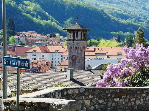 Frühling in Bellinzona mit duftenden Glyzinien