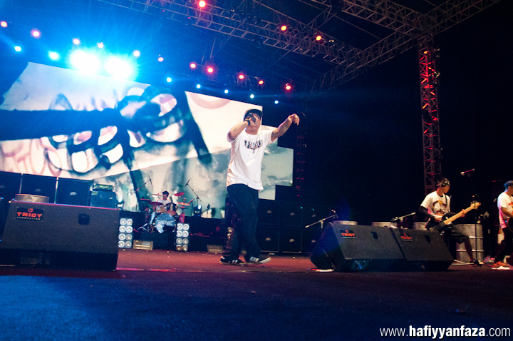 "Jeruji Live at Bandung Berisik 2013 ""Versus The World"" Photo by Achmad Hafiyyan Faza"