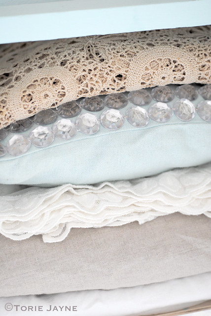 Tablecloths & crystal cushion