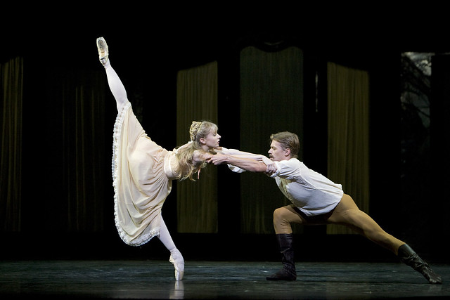Melissa Hamilton as Mary Vetsera and Rupert Pennefather as Crown Prince Rudolf in Mayerling. © ROH / Bill Cooper 2009