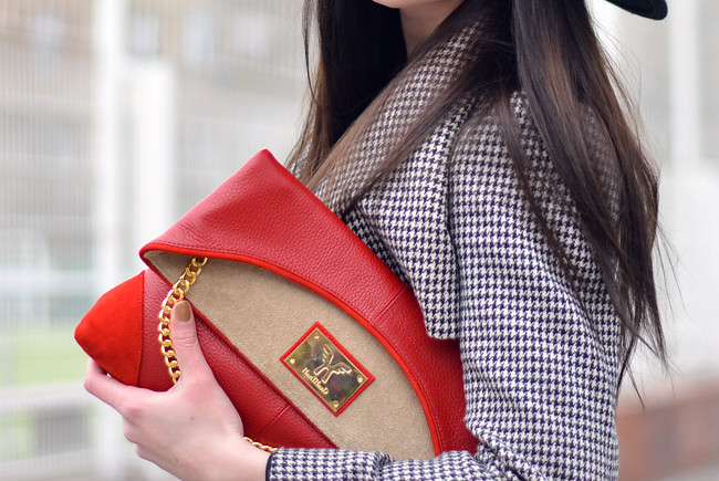 HariTHanD Black Hat Red Clutch Hollywood look Blog 2