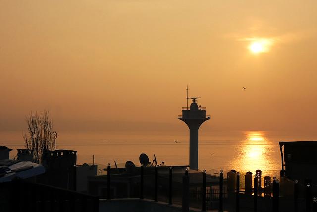 Sunrise from Marmara Sea, Istanbul, Turkey イスタンブールの朝焼け