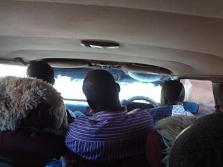 Dentro do táxi até Hargeisa