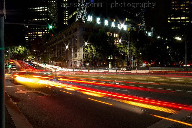 Herald Sun Building (and passing traffic)
