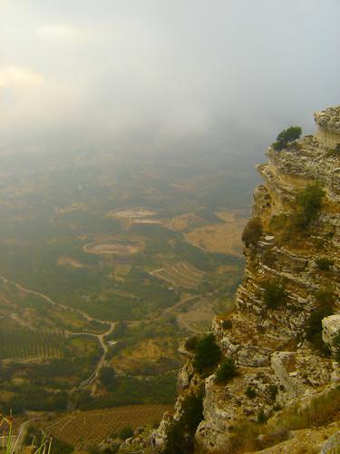 lebanon mountain nature landscape el calm paysage sanctuary calme liban لبنان sanctuaire معبد منظر طبيعة هدوء دير habis akoura سيدة الحبيس saydit عاقورة