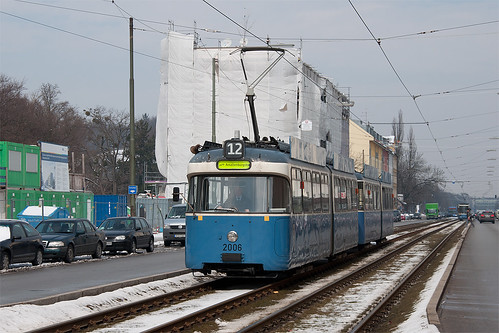 In wenigen Augenblicken erreicht der ehemalige Partywagen die Karl-Theodor-Straße