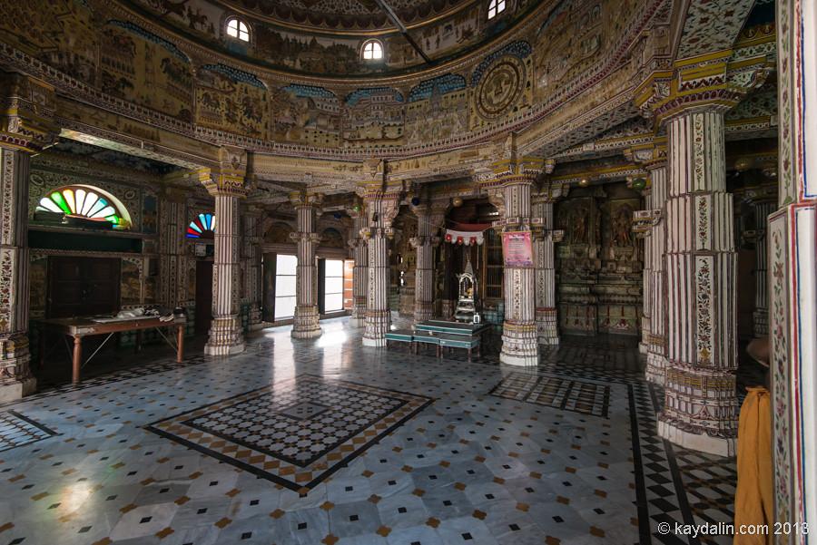 Bhanda Shana Jain Temple inside