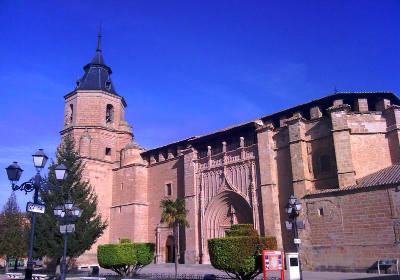 Plaza e Iglesia gótica de Villahermosa