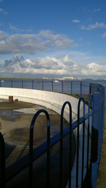 Paddling pool and river medway on the strand gillingham - The strand swimming pool gillingham ...