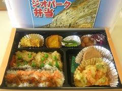 meal, lunch, ekiben, makunouchi, food, dish, cuisine, osechi, bento,