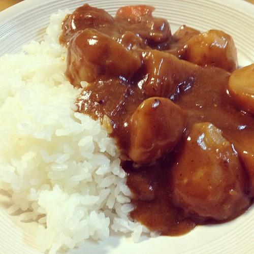 美味しくカレーライスできました(^^) カレーを作る時は前後日に子供たちの学校給食にカレーが出ないかチェックが必要。