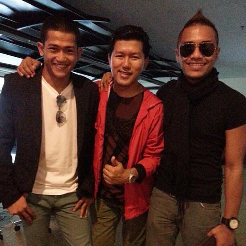 Bersama pelakon Drama Karlos, @johanasari & @syazwanzulkifly. Hari ni Budiey pakai baju T eksklusif #RockOo dari Empayar KukuBesi.
