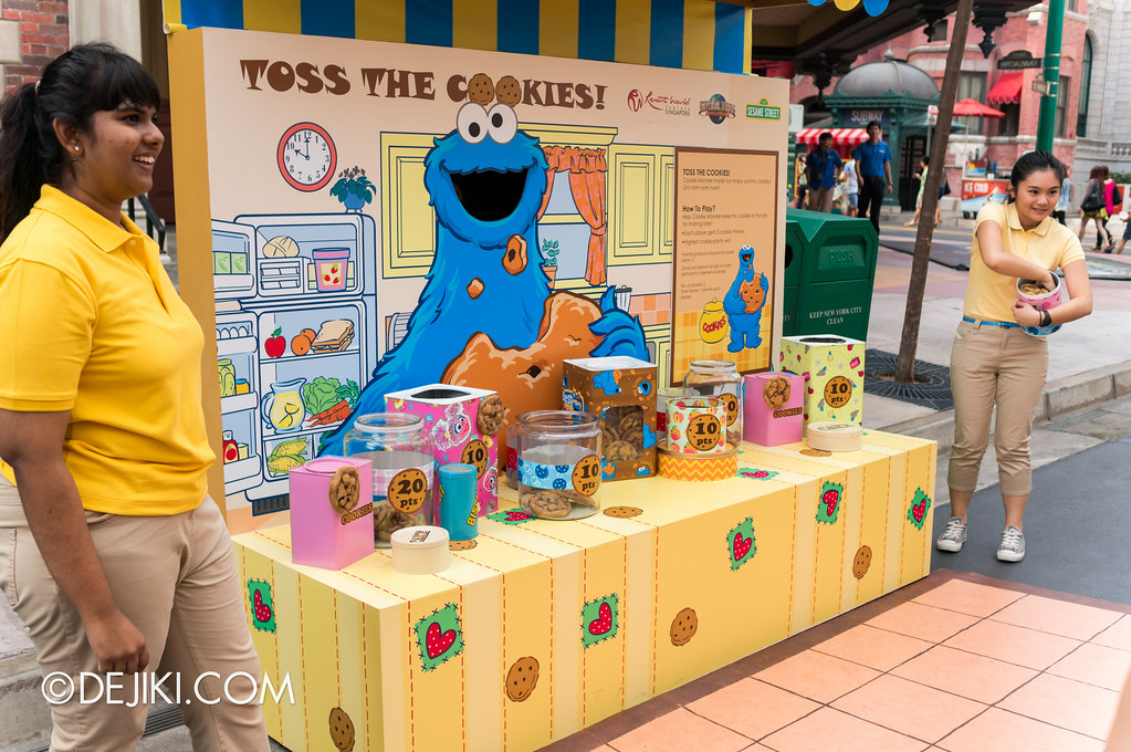 Street Game - Cookie Monster's Toss the Cookies: in action