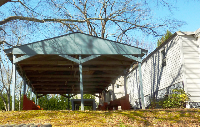 P1160986-2013-03-04-Trinity-Baptist-Church-Etowah-Drive-at-Oostanaula-Drive-Atlanta-Picnic-Shelter-light