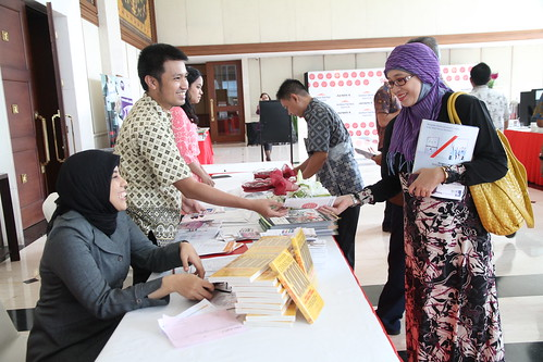 Indonesia Middle-Class Brand Forum 2013-Registration Desk