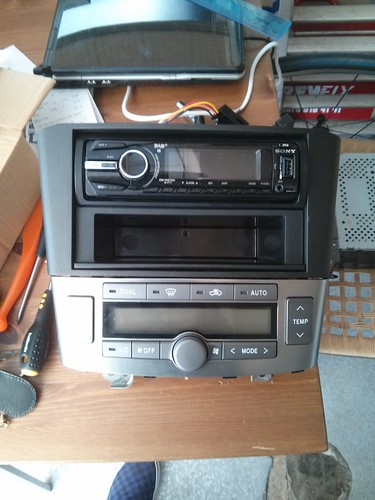 fitting an aftermarket stereo to avensis t25 avensis. Black Bedroom Furniture Sets. Home Design Ideas