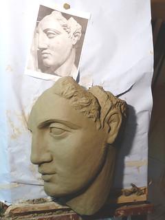 testa greca modellata in argilla fasi conclusive